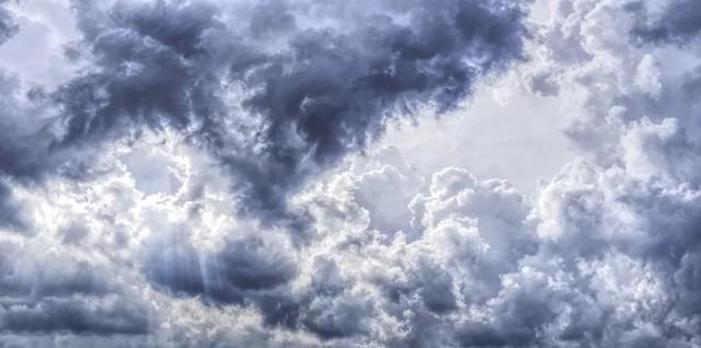 Седмицата започва с облаци