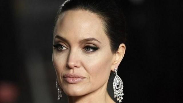 Анджелина Джоли в болница, внушила си, че страда от излишно тегло