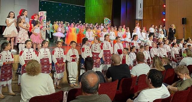 Над 100 деца участваха в заключителния годишен концерт на НЧ