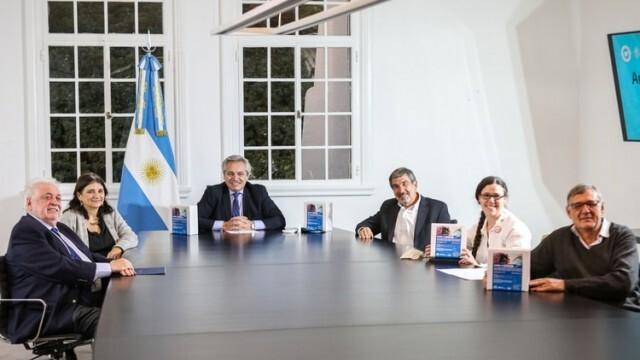 Аржентински учени направили бърз и точен тест за COVID-19, изследва се слюнката