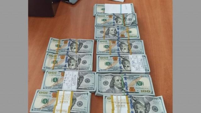 Незаконно пренасяне на валута за стотици хиляди левове предотвратиха митнически служители