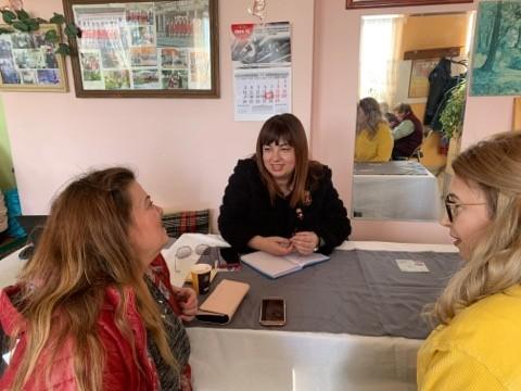Алисе Муртезова проведе приемен ден в Бъзън, местните се оплакаха от липсата на банкомат, питаха за здравеопазване и инфраструктура