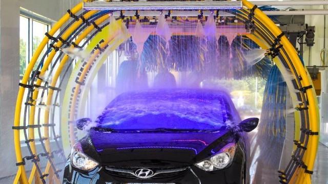 Предимствата на професионалното почистване на кола в автомивка