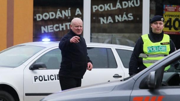 Чехия: Въоръжен психар застреля 8 души в ресторант, има и ранени