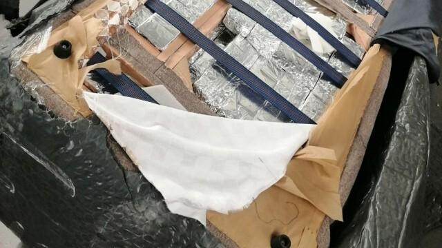 Голямо количество контрабандни цигари, укрити в мебели, откриха митничари (ВИДЕО)