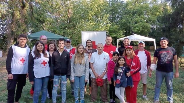 """Доброволци на БЧК """"спасяваха"""" пострадали при земетресение"""