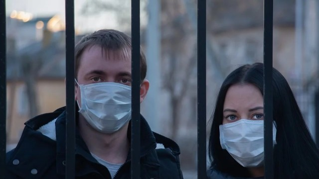 Двама нарушиха карантината в Русенско - ходили на гости и до магазина