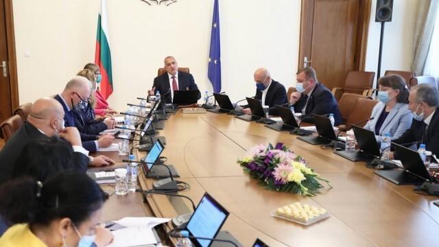 Министрите на Борисов един по един се самоизолираха, вицепремиер няма да го замества
