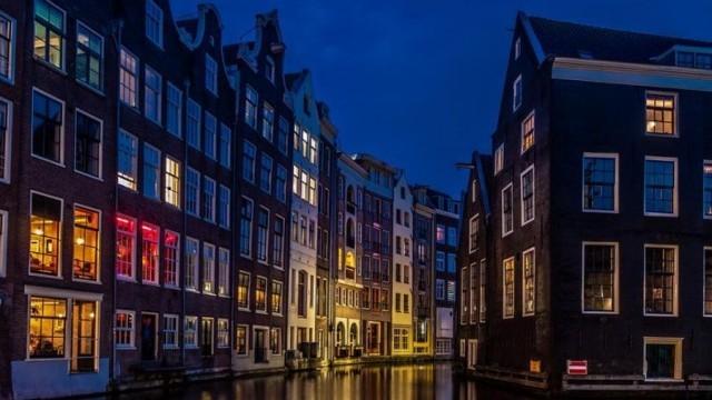 От 1 април: Забраняват туристическите обиколки през  квартала на Червените фенери в Амстердам