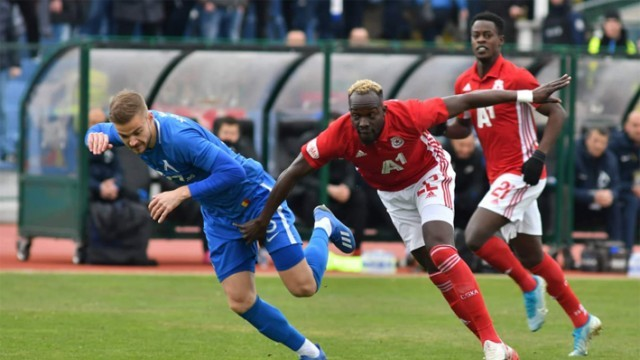 """Голямото дерби свърши 0:0 с два червени картона, """"дунавецът"""" Ахмедов не игра"""