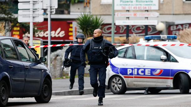 Нова стрелба в Париж, убита полицайка, ранен общински служител