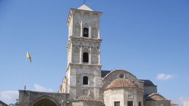 Оставят без заплати духовници в Кипър, които проповядват против ваксините