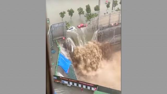 12 души загинаха в наводнено метро в Китай, скъсани резервоари във Вътрешна Монголия (ВИДЕО)