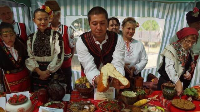 Областният управител на Плевен беше официален гост на празника на българския дух и традиции в Левски (СНИМКИ)