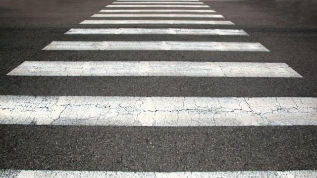19-годишен пешеходец е ударен от лек автомобил на пешеходна пътека