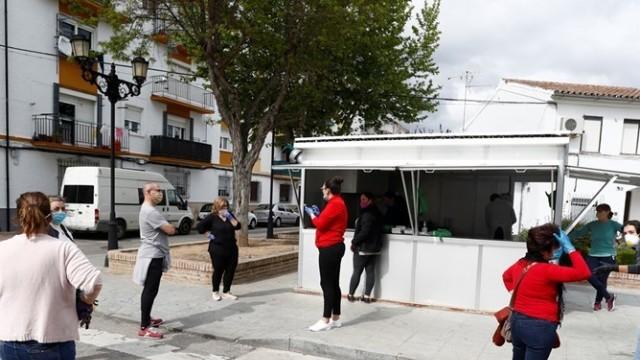 Испания облекчава мерките, пускат децата на разходка