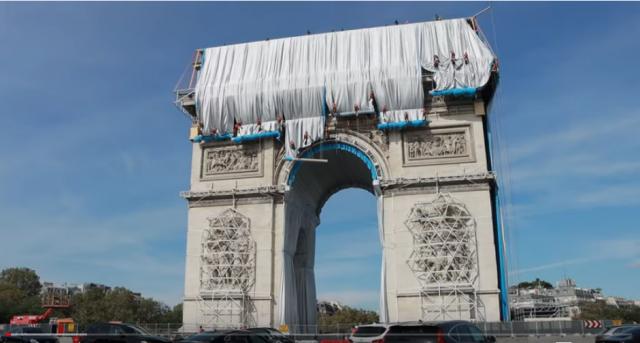 Мечтата на Кристо се сбъдва: Започна последният етап от опаковането на Триумфалната арка (ВИДЕО)