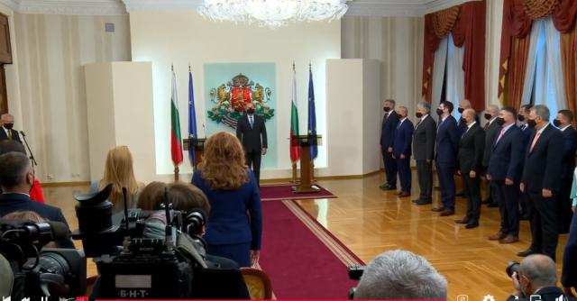 Румен Радев към новия кабинет: Върху Вас ще се изсипят последствията от десетилетия на безхаберие, корупция и некомпетентност