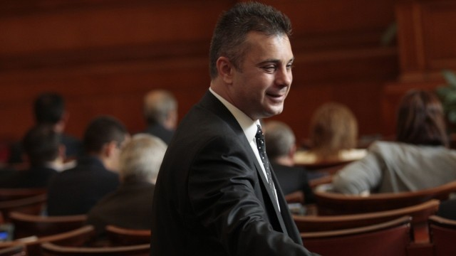 ВМРО ще поиска намаляване на 50% на депутатските заплати