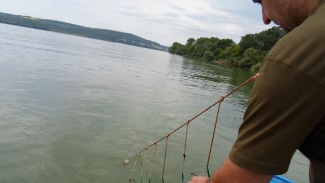 Конфискуваха лодка, кърмаци и мрежа от незаконни риболовци в Плевенско