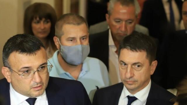 Маринов и Терзийски доволни, че ги атакуват: Кадрите не са укривани