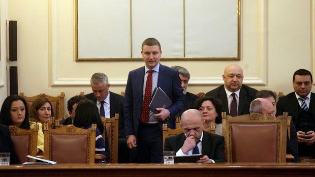 Парламентът гласува окончателно за новия дълг