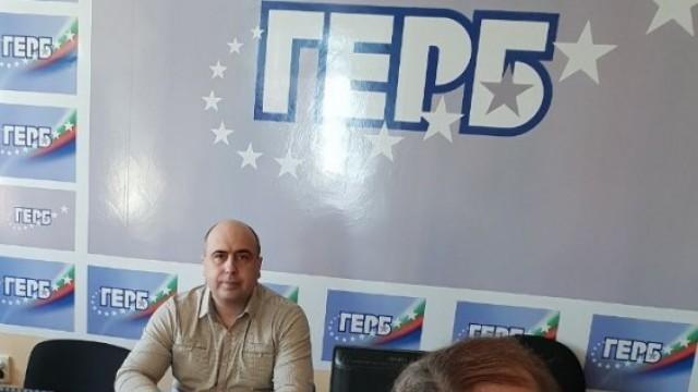 Темата за новите данъчни ставки за МПС-та в Плевен повдигнаха днес граждани пред народния представител Владислав Николов