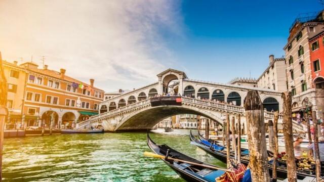 Туристите отново нападнаха Венеция след 4 месеца пандемия