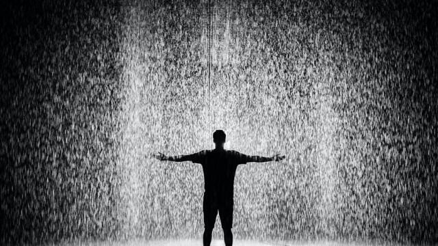 Ходенето под дъжда без чадър може да предизвика болести
