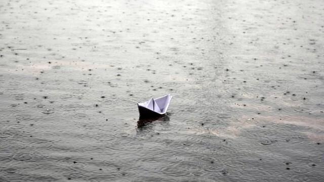На места в Западна и Северна България - интензивни валежи
