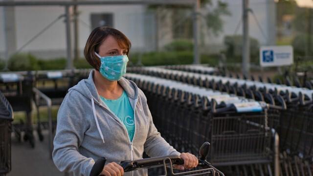 Възможно е скоро мярката за носене на маски на открито да отпадне