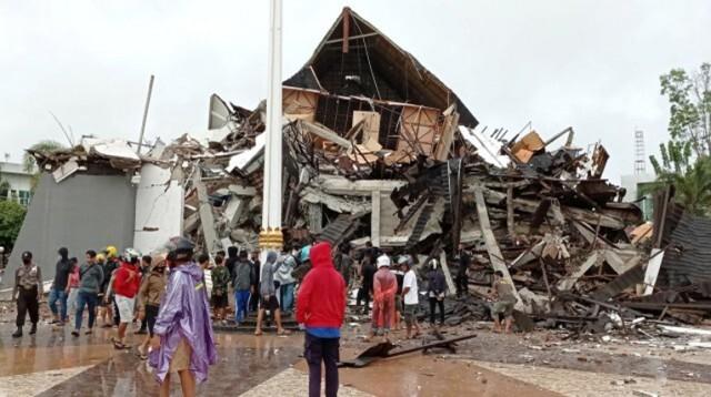 Десетки жертви на силно земетресение в Индонезия