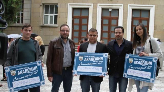 """Трима младежи от Плевен получиха стипендии от партия """"Атака"""""""