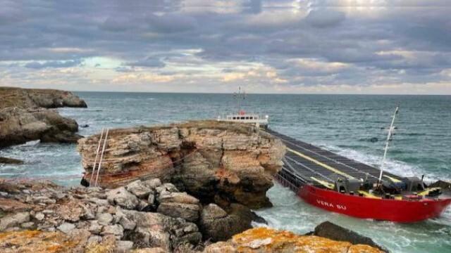 Министър Алексиев: Важното е товарът да бъде изваден безопасно, корабът