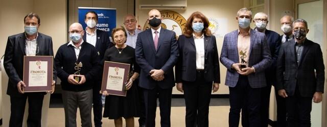 """Държавният глава и вицепрезидентът връчиха награди """"Златна мартеница"""" на успешни български компании"""