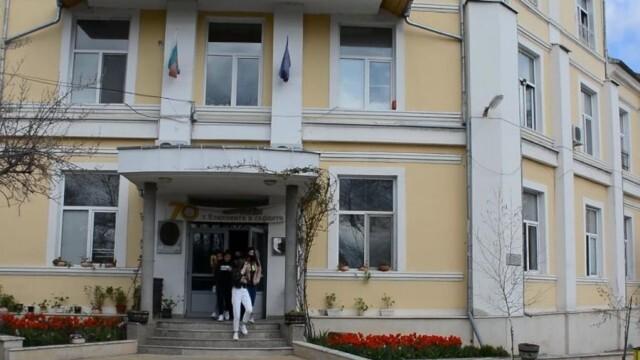 """Кметът на Ловеч с поздрав към Езиковата гимназия """"Екзарх Йосиф Първи"""" по повод празника й"""