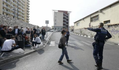 Мъж уби с нож две жени в Марсилия, войници го застреляха
