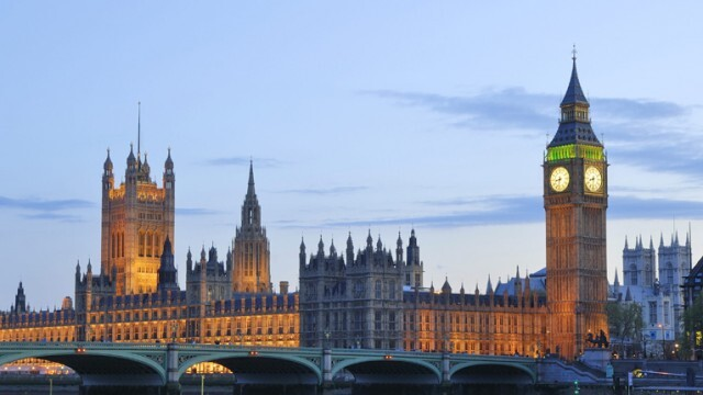От 15 юни: Великобритания отваря молитвените домове и магазините