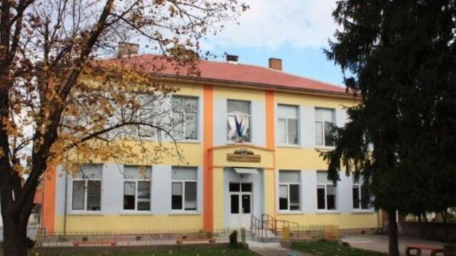 Беленският кмет първи затвори училище заради  COVID-19