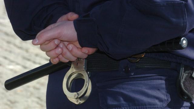 Двама крадци опитаха да задигнат едно спортно долнище в Мол-а