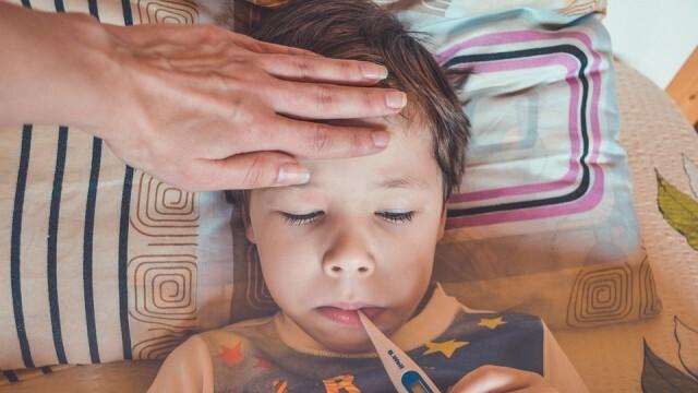Инфекционист: Грипът е по-опасен за децата, отколкото COVID-19, не трябва да се затварят училищата