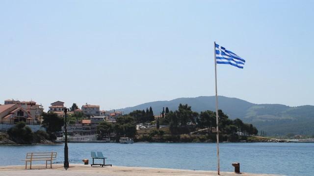 Гърция поставя под карантина всички пристигащи в страната