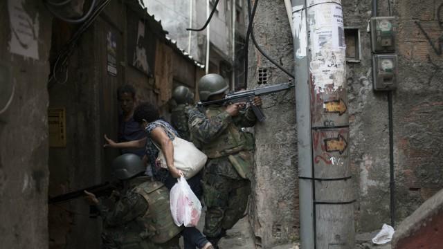 Външно: Гангстерска война в Рио де Жанейро, не отивайте там!