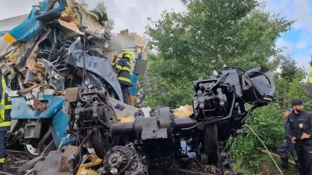 Тежка влакова катастрофа в Чехия взе три жертви и остави десетки ранени