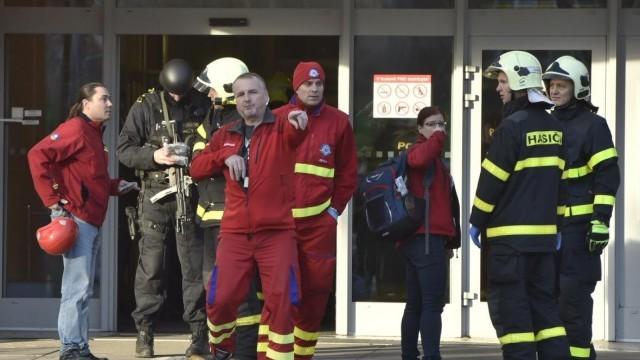 Стрелецът от болницата в Острава се гръмна в главата