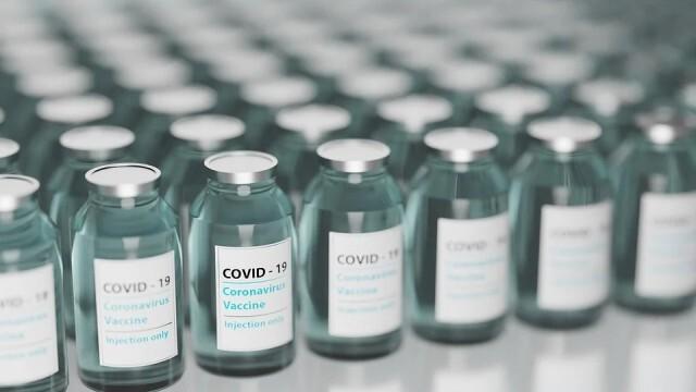 Бум на заразата: Гърция внесе спешен законопроект за задължително ваксиниране в няколко сектора