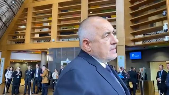 Борисов от Брюксел: Мислите ли, че и ние не можем да извадим 100 души да освиркат президента?