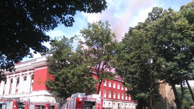 Пожар избухна в сградата на Русенската опера (ВИДЕО)