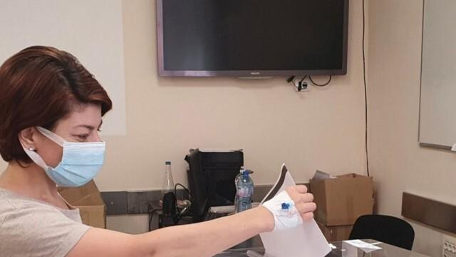 Десислава Атанасова в болница, гласува в