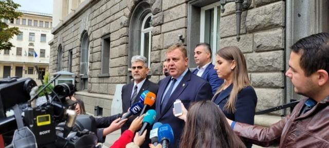 Кандидатпрезидентската двойка на ВМРО се регистрира в ЦИК